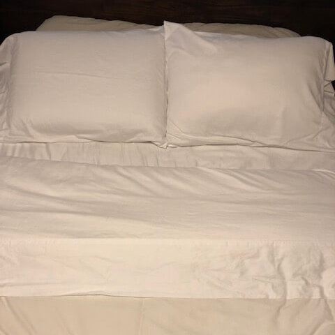 Grund America Savannah Sheets on mattress and pillows
